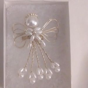 Dainty angel pin goldtone with pearl bead